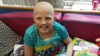 """13岁""""神奇女侠"""":淋巴瘤夺去视力、听力,CAR-T疗法助她重返校园"""