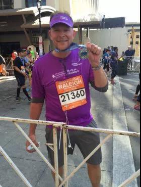 """接连战胜白血病和淋巴瘤,62岁的他分享""""4F""""抗癌秘籍"""