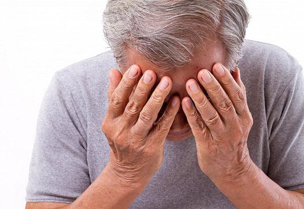 """71岁老人突发中风,最大""""元凶""""竟是它!美国专家远程支招"""